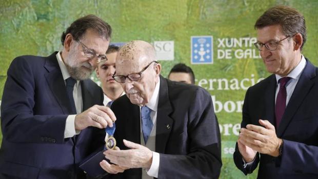 Galicia homenajea a Fernández Albor, ejemplo «de la nobleza en la política»