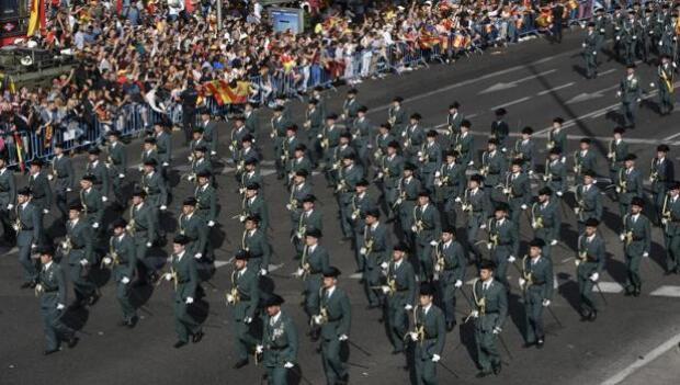 Vivas y mucho cariño a la Policía Nacional y la Guardia Civil