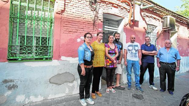 Los supervivientes del «disparo» de Capa: «Somos la última piedra para que el dueño no se salga con la suya»