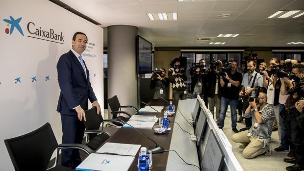 CaixaBank revierte una fuga «moderada» de depósitos tras la consulta ilegal del 1-O con su cambio de sede «definitivo»