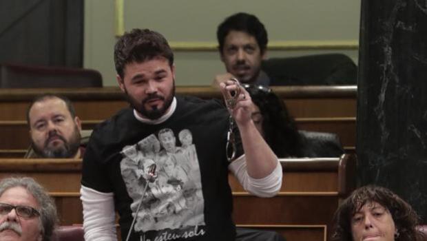 Pastor dará un ultimátum a Rufián para que deje de montar escenas en el hemiciclo