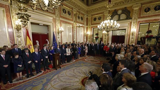 Rajoy y Sánchez, unidos por el 155, separados por la reforma de la Constitución