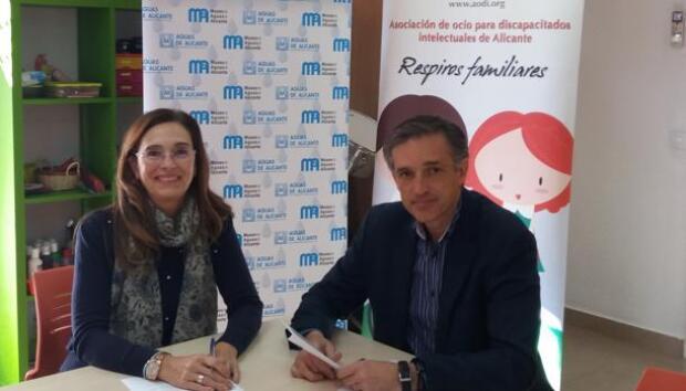 Aguas de Alicante y AODI firman un convenio de para la realización de la campaña «Respirando en Navidad»