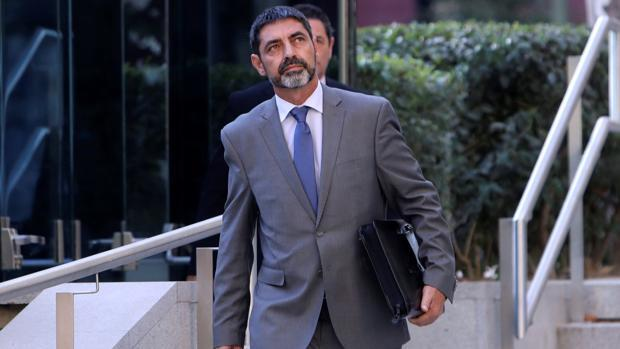 La juez imputa un nuevo delito de sedición a Trapero por la pasividad de los Mossos el 1-O