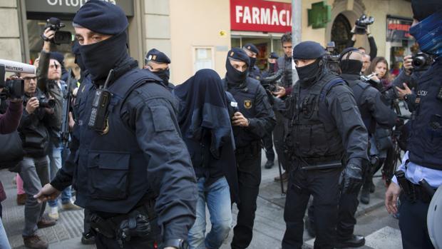 Tres detenidos en Francia relacionados con uno de los terroristas de Barcelona y Cambrils