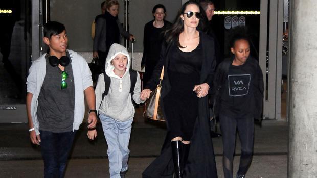 El FBI interroga a Angelina Jolie y sus hijos