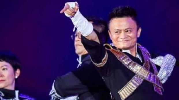 El magnate chino que imita a Michael Jackson para sus empleados