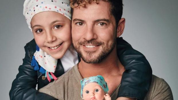 David Bisbal diseña un pañuelo por el cáncer infantil