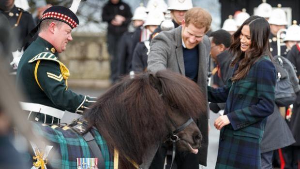 Meghan Markle conquista a los escoceses con su abrigo de tartán