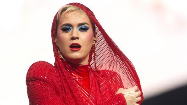 El sorprendente vídeo en el que Katy Perry se pelea por el ramo de la novia en una boda