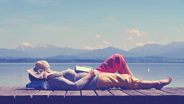 Desmontando tópicos: ni dormimos tanta siesta ni engordamos tanto en verano