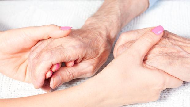 «Necesitamos medidas para que el cuidado de las personas no recaiga exclusivamente en las familias»