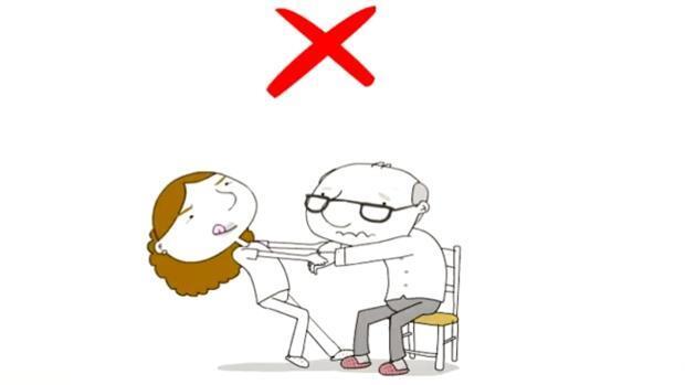 Mantener una postura correcta es imprescindible para evitar lesiones en los cuidadores de personas mayores