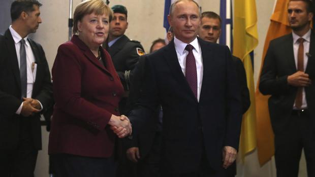 Merkel y Hollande no logran que Putin acepte una tregua duradera en Alepo