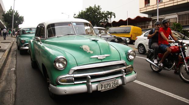 La rebelión de los «almendrones»: los taxistas de La Habana, en pie de guerra contra la bajada de tarifas
