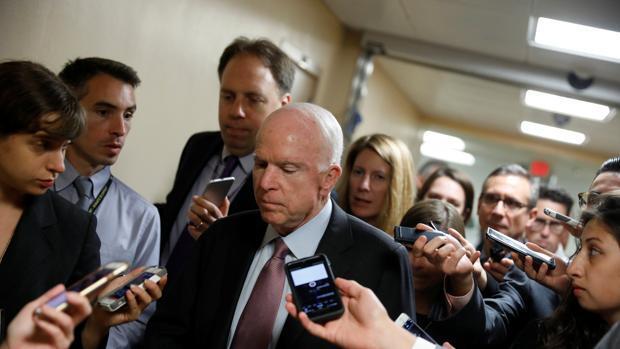 McCain anuncia que volverá a votar en contra de la nueva propuesta para tumbar el Obamacare