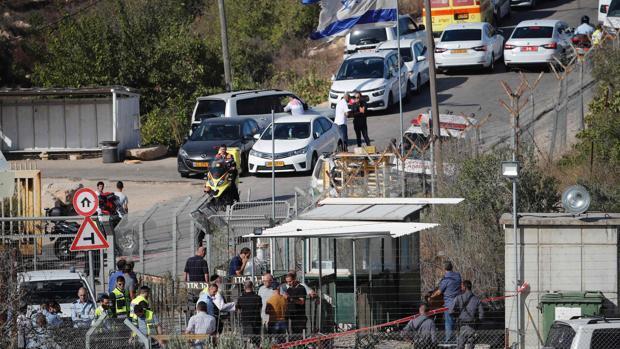 Tres israelíes mueren tras ser atacados por un terrorista palestino en Cisjordania