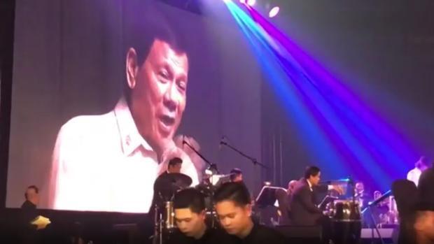 Duterte canta para Trump en Manila