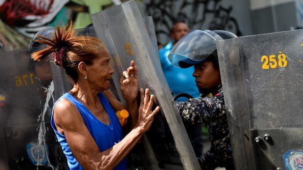 Cerca de 700 venezolanos al día solicitan refugio en Perú