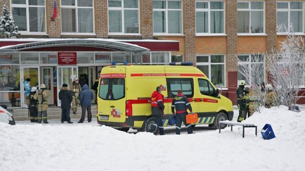 Un menor ataca con un hacha a tres niños y una profesora en un colegio ruso