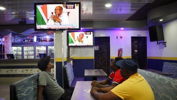 Zuma se niega a dimitir por ahora, como le pide su partido