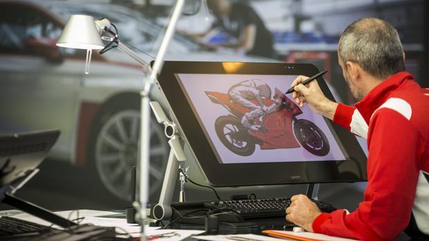 Así se diseñan un coche y una moto de carreras