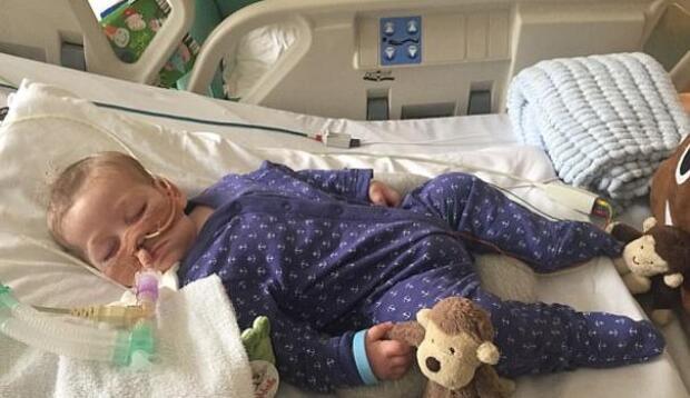 El juez ordena que Charlie Gard sea llevado a un hospicio para morir