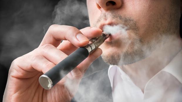 Nuevo cerco al tabaco: el Gobierno limita la venta de los cigarrillos electrónicos y su publicidad