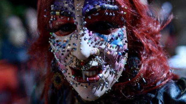 Gales prohíbe a menores de edad hacerse piercing en zonas íntimas