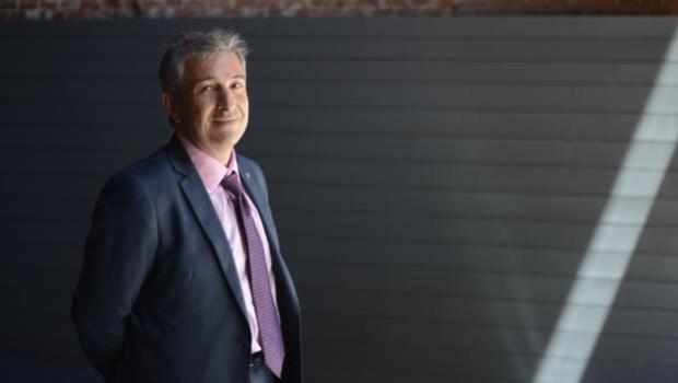Enrique Ávila: «Cada uno tiene que valorar si le compensa ceder su privacidad a Facebook a cambio de reconocimiento social»