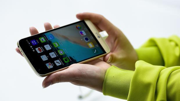 Huawei y LG siguen los pasos de BQ y eliminan al fin el registro de llamadas al 016 en sus terminales