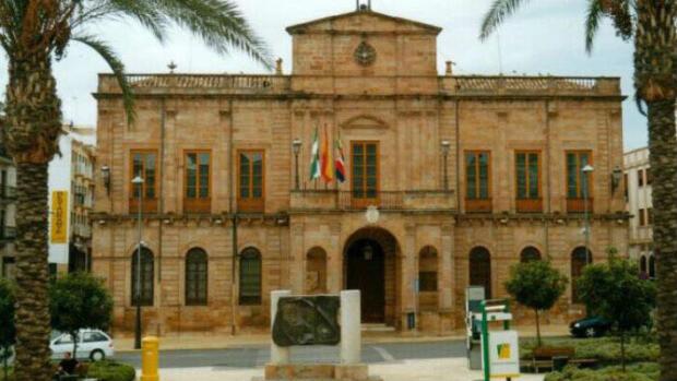 IU exige a un concejal de Linares expulsado del partido que le ingrese casi 35.000 euros