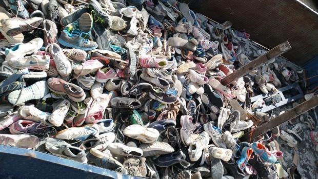 El Ayuntamiento de Nerja saca miles de zapatillas en la zona del río Chíllar y pide civismo a los barranquistas