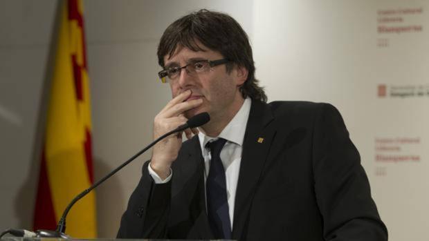 Un desempleado de Huelva denuncia a Puigdemont por traición a Corona