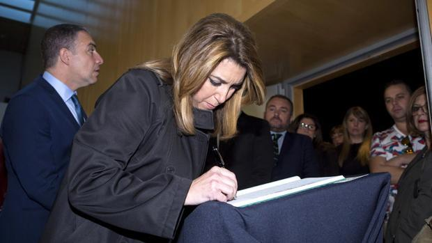 Susana Díaz visita la capilla ardiente de Chiquito de la Calzada
