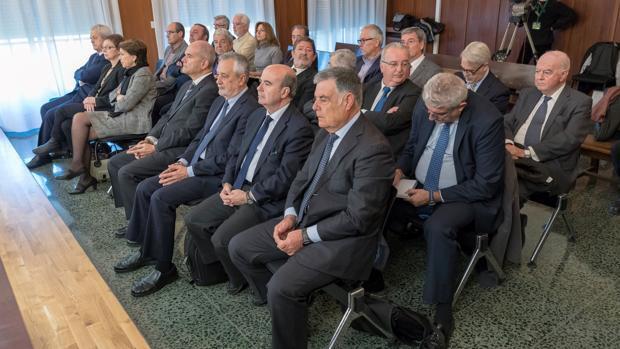 El sistema de los ERE «retrata» a la cúpula de la Junta en el banquillo