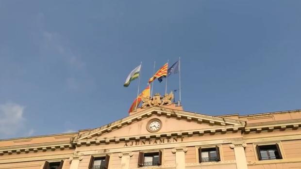 Gerona y Sabadell retiran la bandera española de sus ayuntamientos