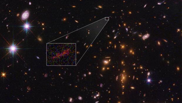 Un golpe de suerte permite al Hubble captar detalles de la galaxia más lejana