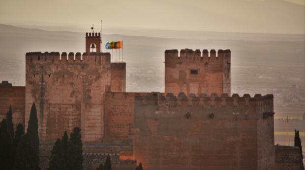 La Alhambra renueva sistema de reservas para evitar colas y refuerza la seguridad