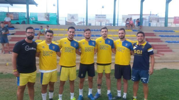 Los curiosos fichajes del Atlético Torremejía, el equipo canario de Extremadura