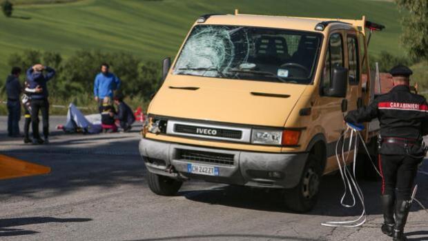 El conductor que mató a Scarponi iba viendo un vídeo en su móvil