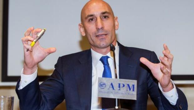 Luis Rubiales presenta una moción de censura contra Villar