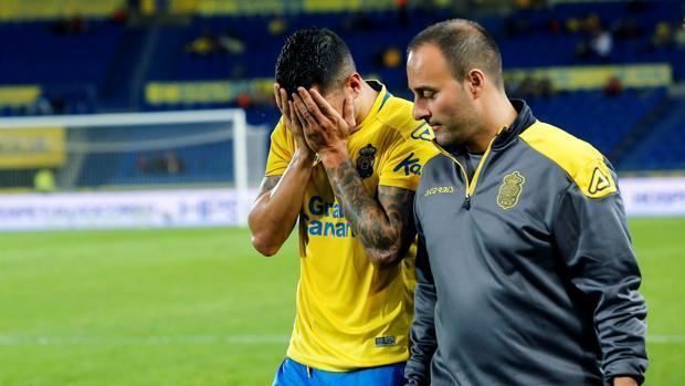 Vitolo se lesiona de nuevo y sale llorando del campo