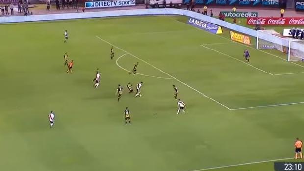 El maravilloso slalom de Scocco digno de Messi o Maradona