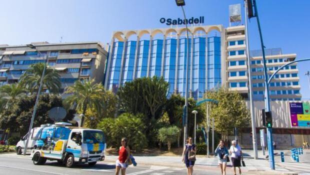 Banco Sabadell analiza trasladar a Madrid la presidencia del banco