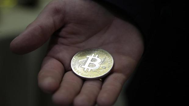 Los fondos «hedge» esperan a que se estrenen los futuros para posicionarse en contra del «bitcoin»