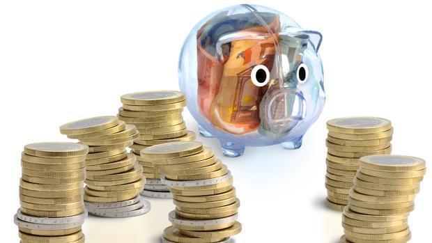 Las familias tiran de ahorro y crédito para consumir por los bajos salarios