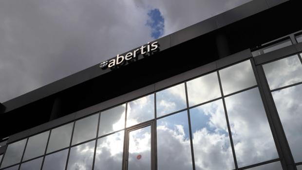La cotización de Abertis rebasa el precio ofrecido por Hochtief y Atlantia