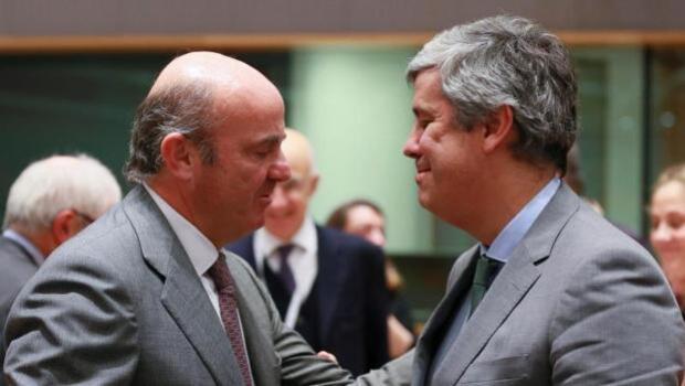 De Guindos afirma que España no necesita pagar a agencias para que califiquen su deuda