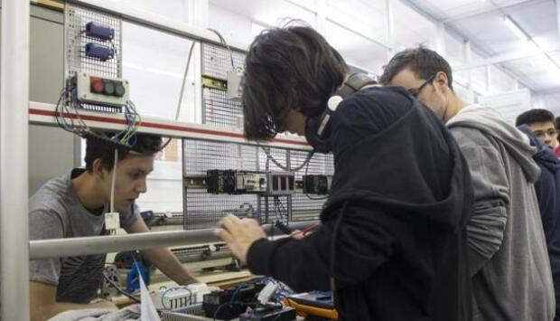 El 54,6% de los graduados en FP encuentran empleo antes de que pasen nueve meses